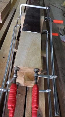 床柱のほぞは欅で造り直しました。