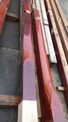 左が価値のある三当たりの床柱。右は2階の床柱、若干補足、あたりは平凡に2か所。