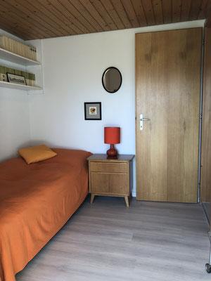 Einzelzimmer mit Ausgang zum Garten