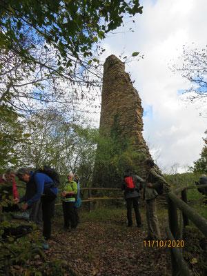Von Burg Brunkenstein aus dem 14. Jh. sind nur die Reste des bereits 1411 geschleiften Wohnturms übriggeblieben