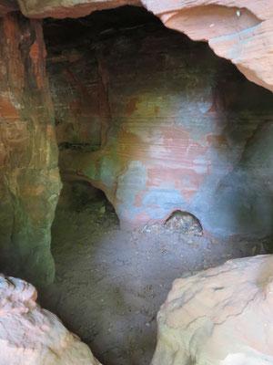 Hier sieht man, warum die Hohlen Felsen ihren Namen haben