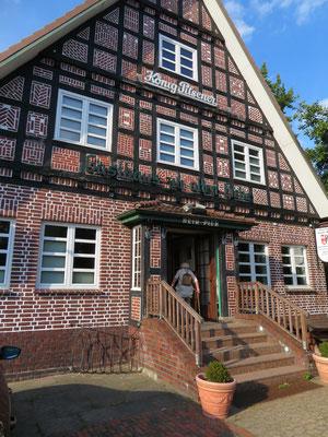 Das Dorfgasthaus zur alten Eiche in Neuenfelde war unser abendliches Ziel im Alten Land,