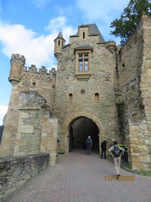 Das Eingangsportal von Schloss Dhaun wurde erst 1850 beim Wiederaufbau der Ruine errichtet