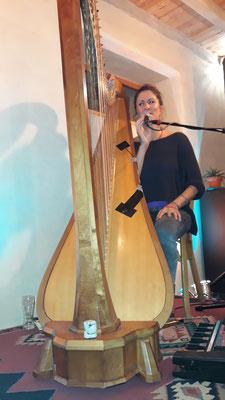Sans fausse note, en compagnie d'une harpiste ...