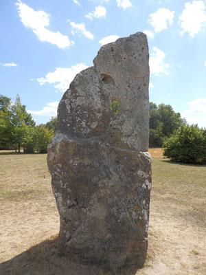 Menhir dit La Pierre Percée (Draché)