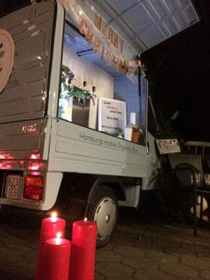Die mobile Bar im Kerzenlicht