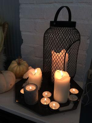 Einige Kerzen sorgen für schönes Ambiente