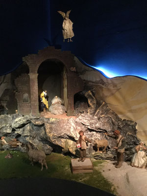 Angelino at the nativity scene