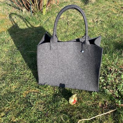 Filztaschen immer seitlich mit einer Innentasche und Magnetverschluß