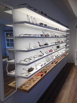 Augenoptik Haupt Rothenburg, Brillenregale