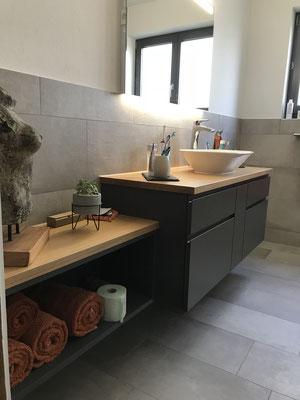 Badezimmermöbel lackiert und mit Eiche massiv, EFH Rothenburg