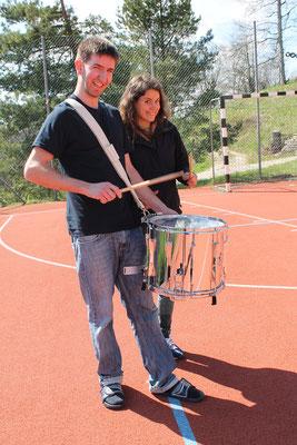 Spielbeginn mit Tambour-Duo