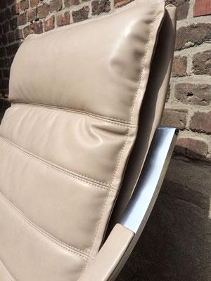 Von Alcantara zu Leder wirkt auch hier der Sessel deutlich leichter und dank der neuen Polsterung ist er wieder Jahrelang bequem.