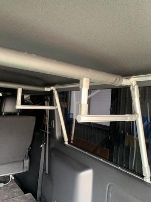 ハイエース キャラバンの室内ラック車中泊はトランポ関東へ