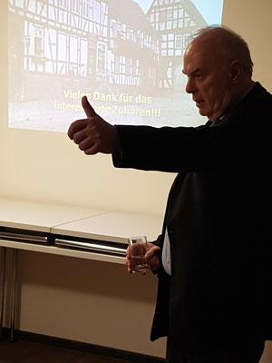 Erhard Bus bei seinem Vortrag