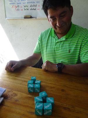 Mein Lehrer Jose bietet alle didaktischen Hilfsmittel auf