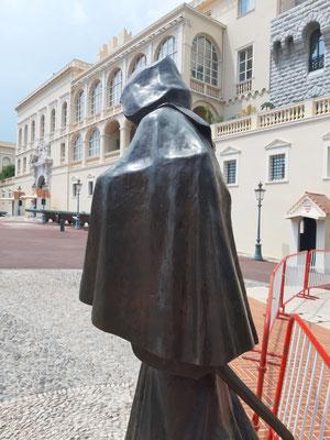 Statue vor dem Palast der Grimaldis