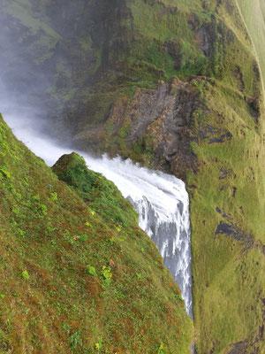 Am Skogafoss-Wasserfall