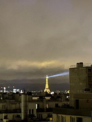 Tour Eiffel sous cloche 1