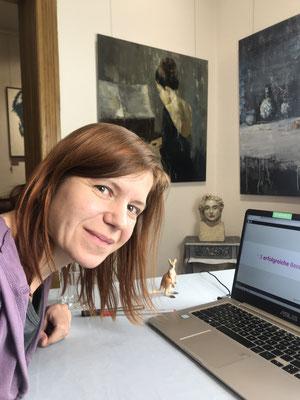 Hier siehst du mich bei meiner Online-Masterclass zum Thema: Wie du dich am besten nicht bei Galerien bewirbst