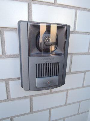 お部屋の玄関にはモニター付インターホン