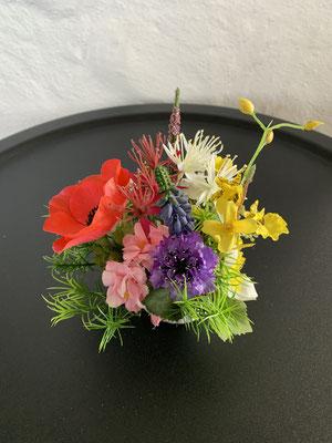 kleine Blüten Tischdeko