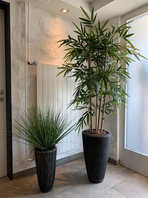 Bambus und Kunstgras