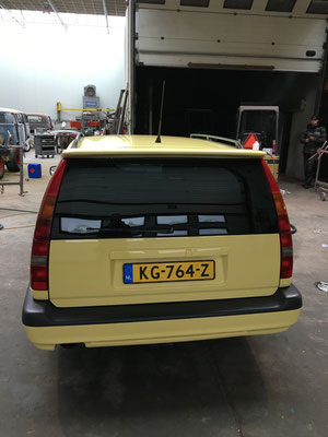 volvo 850 T-5R cream yellow