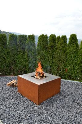 feuerwürfel cubo - design feuerschale mit o-teppanyaki für kunstvolles grillieren - einzigartig von stahl-art Rufer