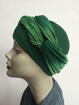 G 81 - Kopfbedeckungen kaufen - Seidenjersey-Foulard und Chäppli - elegant und klassisch - flaschengrün