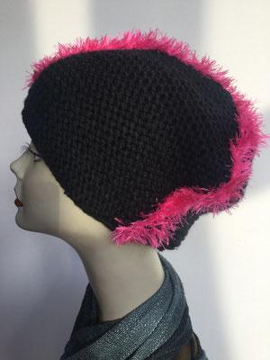 Wi 109d - High-Tech Supermodell  gestrickt - schwarz-pink, mit Hahnenkamm - Kopfbedeckung nach Chemo