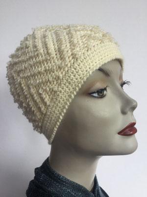 Wi 80 - Kopfbedeckung kaufen - Wintermodelle - Melone gehäkelt - gebrochenes Weiss