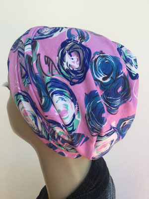 So 17 - Hutmodell Beanie (doppelte Stofflage) rose mit blau weissen Blumenmustern