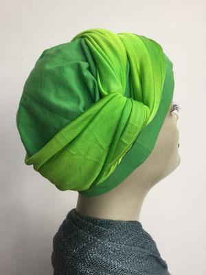 G 83 - Kopfbedeckungen kaufen - Seidenjersey-Foulard und Chäppli - elegant und klassisch - lindengrün