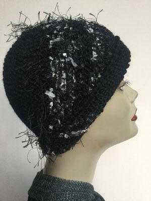 Wi 102 - High-Tech Supermodell  gestrickt - schwarz mit Effektstreifen - Kopfbedeckung nach Chemo