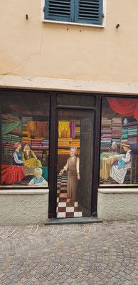 Der Tuchladen mitten im Dorf