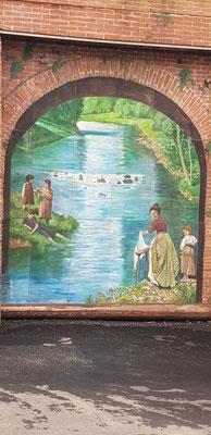 Wäscherinnen am Fluss - auf der Stadtmauer