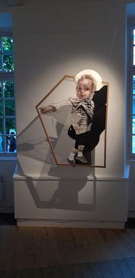 """Vue de l'exposition à l'Espace Art Point de vue, Lauzerte. Juin 2019. """"Au croisement"""", 2018, ~120x95cm, technique mixtetarlatane tendue sur cadre en hêtre."""