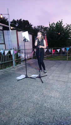 Nachwuchs-Sängerin Carolin