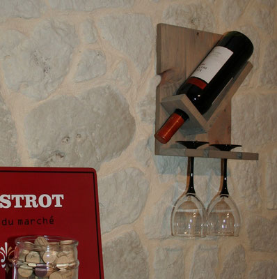 Support à bouteille et verres en bois de palette