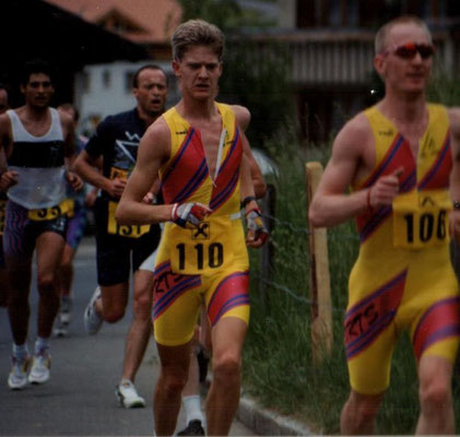 Bregenzerwälder Duathlon in Hittisau am 24.5.1992 Reto Hug u. Walter Becker (3. u. 4. von links)