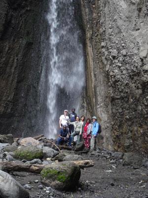 Walking Safari im Arusha-Nationalpark gehen oft zum Wasserfall.