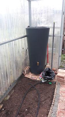Wasserreservoir aufgestellt