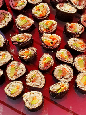 Sushi mit Blumenkohlreis