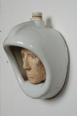 Urinalkomposition - Astronaut, Urinal, Pappelholz bemalt, 2014