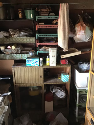 ごみ屋敷の整理分別作業