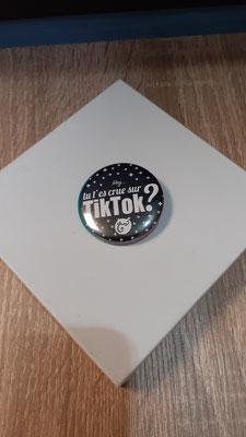 """<FONT size=""""5pt"""">Badge Les Parisiennes Tik Tok - <B>3,00 €</B> </FONT>"""