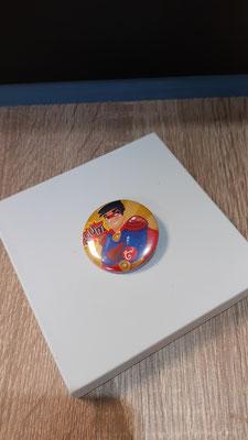 """<FONT size=""""5pt"""">Badge Les Parisiennes Héros - <B>3,00 €</B> </FONT>"""