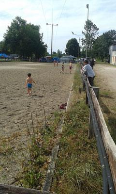 und duschen auf dem Sandplatz