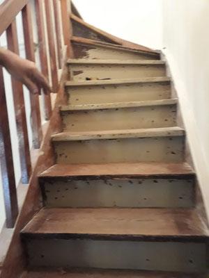 pulido de escaleras de maderas plastificadas